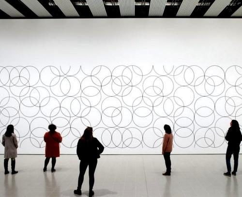 images/2020/June2020/17/installation_view_of_bridget_riley__composition_with_circles_4__2004_at_hayward_gallery_2019_-_bridget_riley_2019_photo_stephen_white___co.jpg