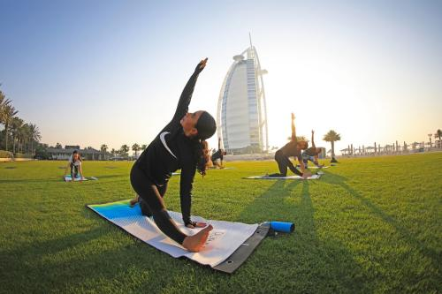images/2020/Oct2020/09/A_popular__DFC_attraction_-_Keeping_fit_through_Yoga.jpg